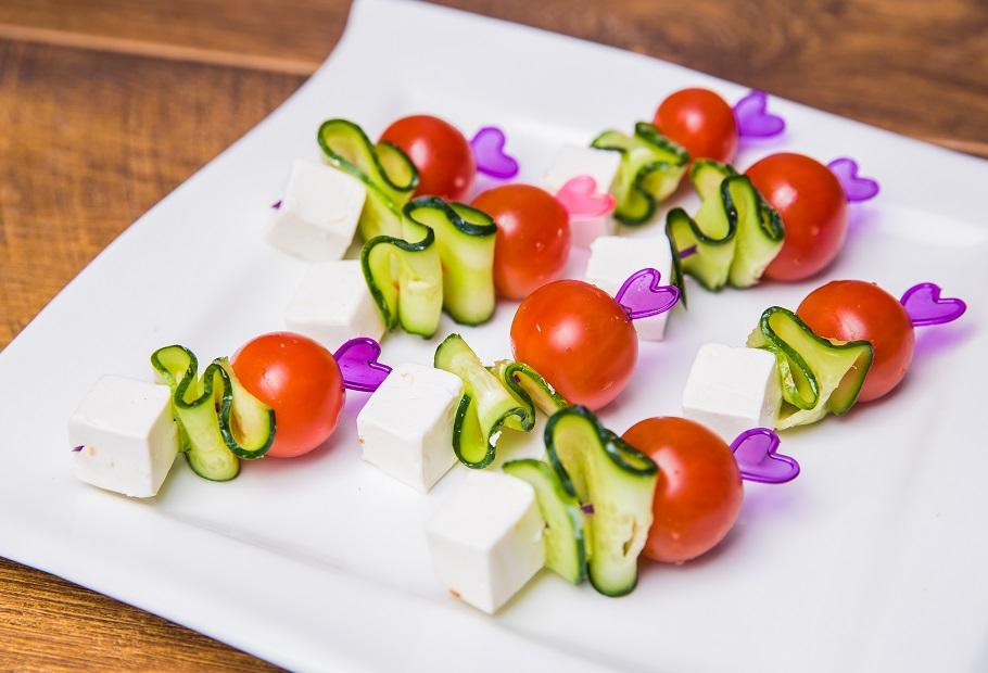 №5 - Самый простой рецепт канапе с сыром и овощами фото