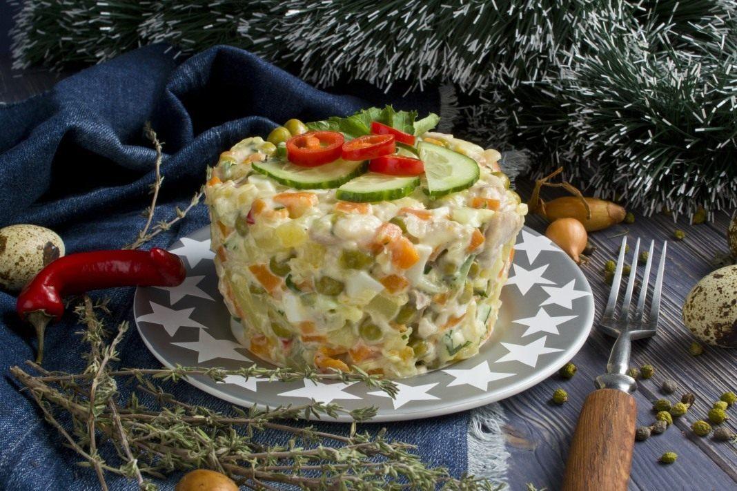 новогодние салаты на 2022 год: вкусные и новые рецепты в домашних условиях своими руками фото