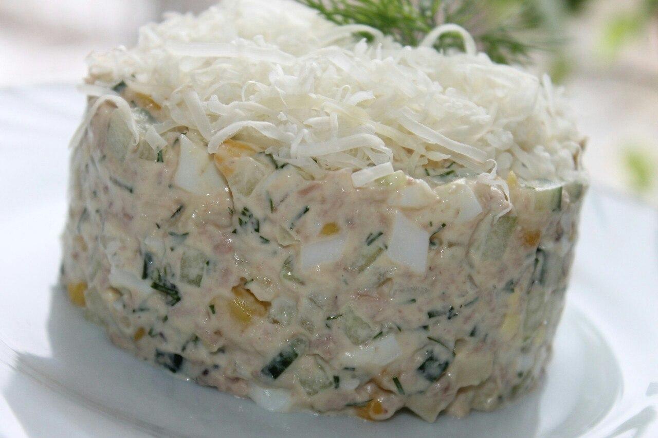 №1 - салат с печенью трески и консервированной кукурузой фото