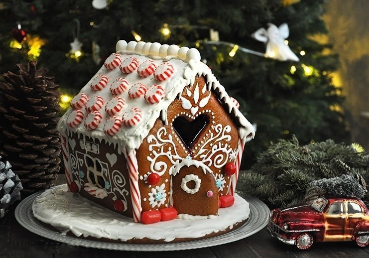 пряничный домик на Новый год 2022 Водяного Чёрного (Голубого) Тигра и Рождество: пошаговый рецепт, идеи оформления на фото