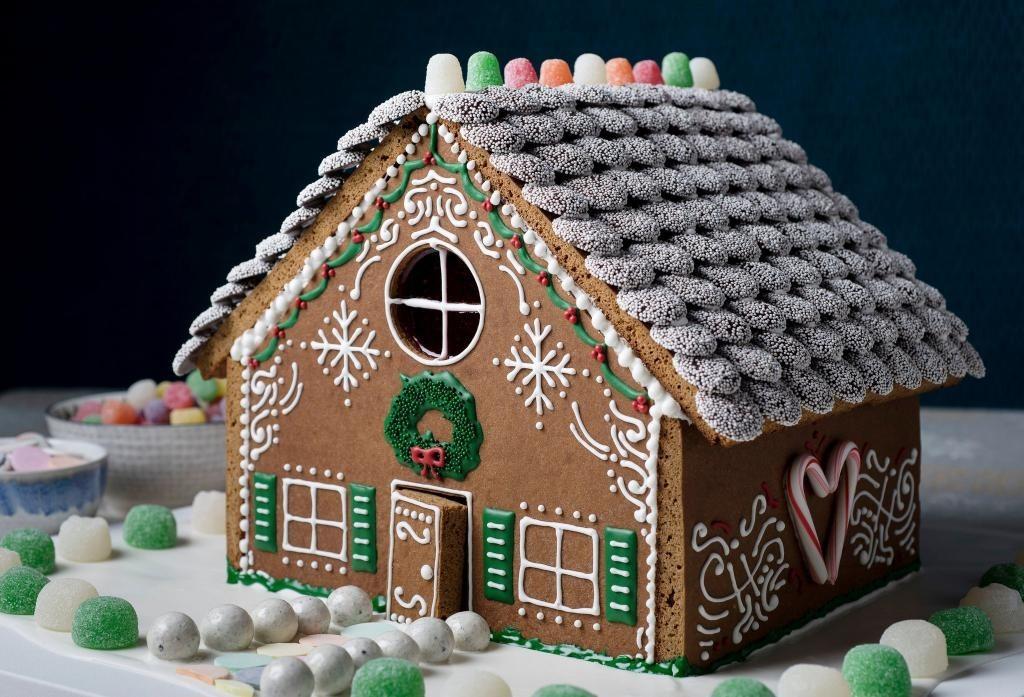 идеи оформления пряничного домика на Новый год и Рождество 2022 фото 3