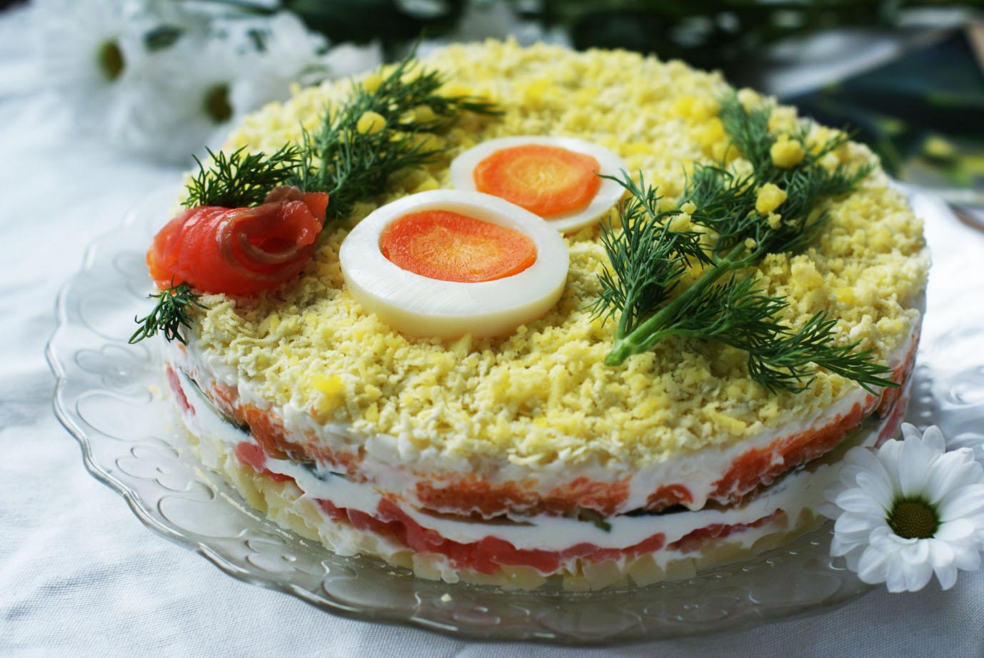 простой и очень вкусный салат «Мимоза» с горбушей и перепелиным яйцом, мастер-класс фото