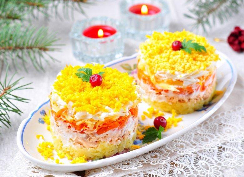 мимоза с яблоком и копченой рыбой - легкий и сытный рецепт на Новый год фото