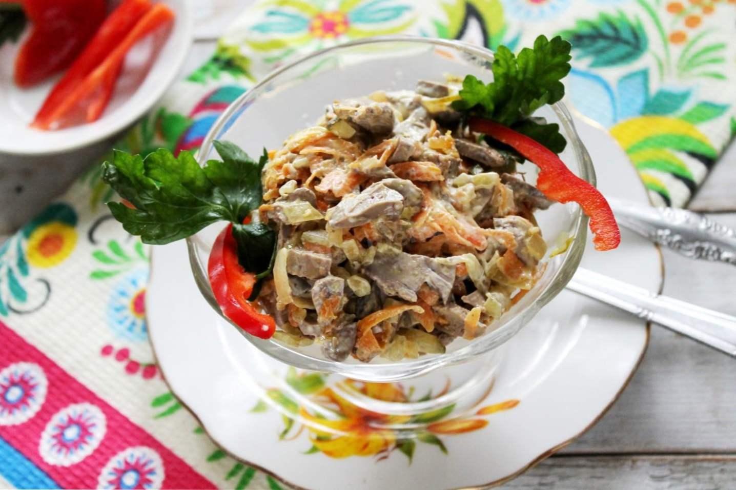 четвертый рецепт салата Обжорка с копченой куриной грудкой и горошком фото