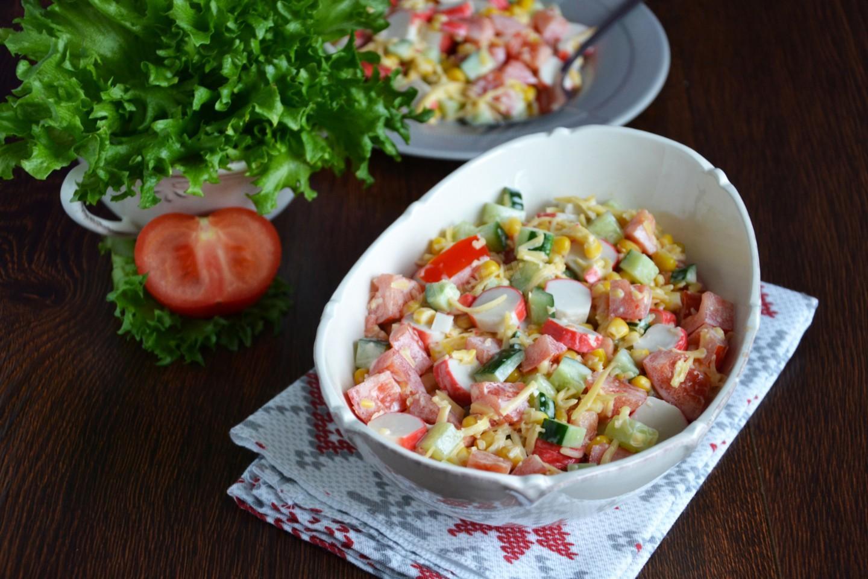 №2 - Весенний салат с крабовыми палочками фото