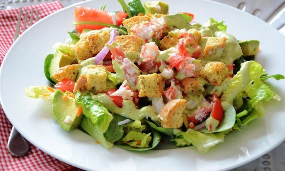 быстрый рецепт пошагово №5 - Королевский крабовый салат с сухариками фото