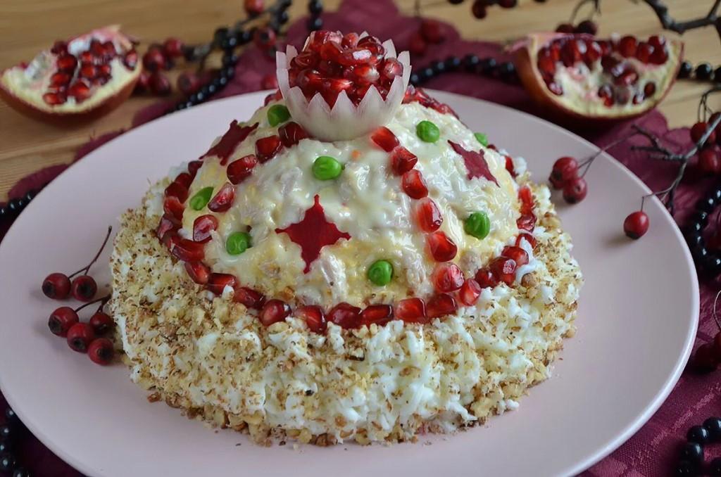 салат Шапка Мономаха на Новый год 2022: самые простые и очень вкусные рецепты салатов, фото идеи оформления