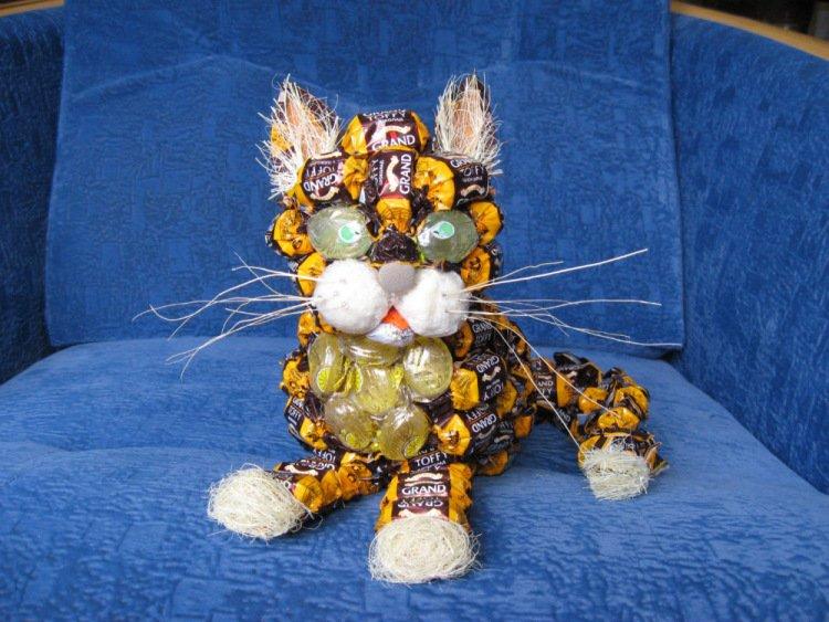 тигр из конфет фото