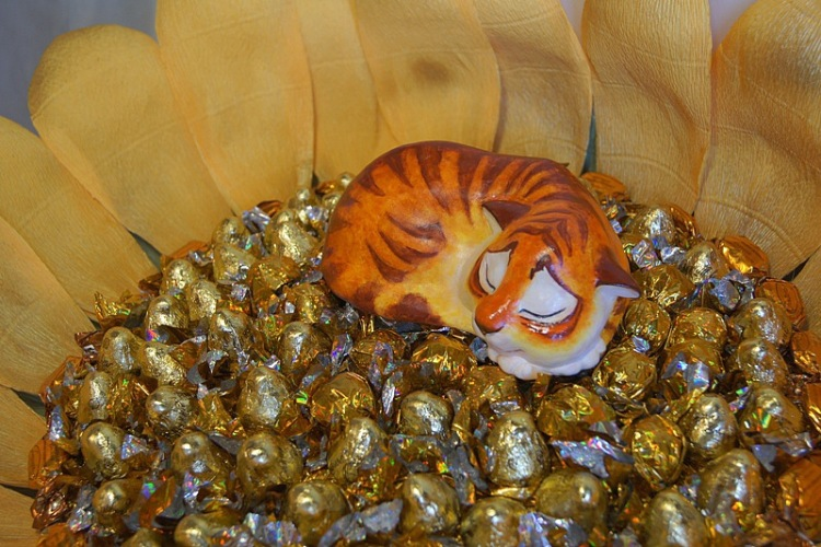тигр из конфет фото 2