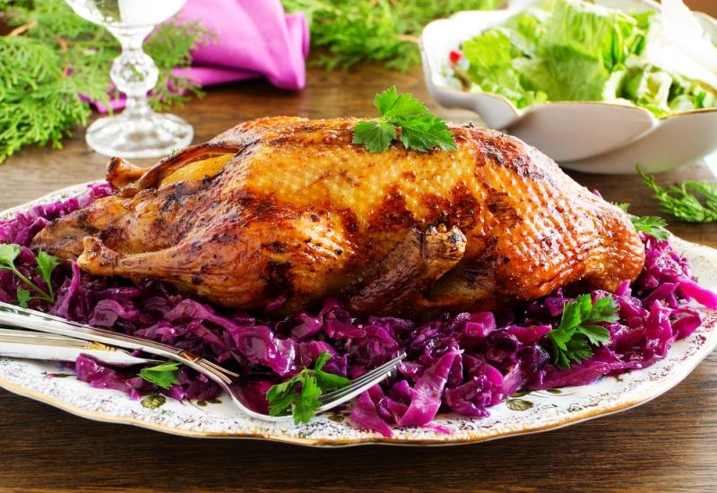 рецепт пошаговый №2 - Утка фаршированная краснокочанной капустой в духовке с фото 1