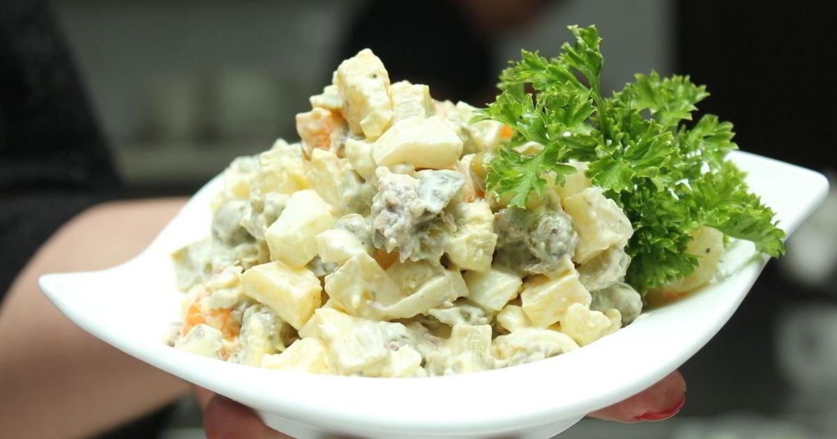 рецепт №7: Оливье с соленым огурчиком и свининой, вкусный и очень простой вариант приготовления фото
